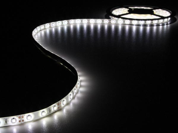 Kit ruban à  led flexible avec alimentation blanc froid 300 led 5 m 12 vcc sans revêtement